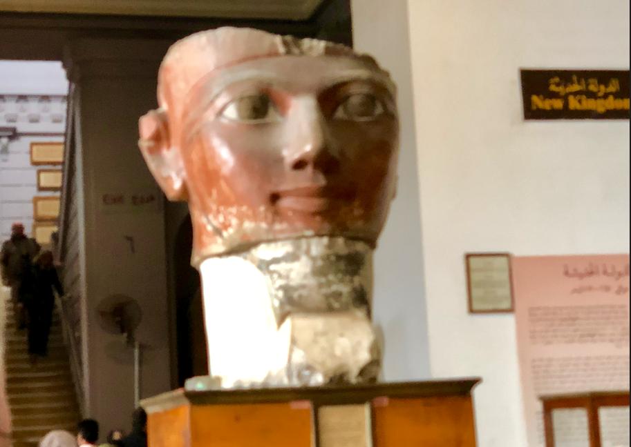 エジプト カイロ「エジプト考古学博物館」1階年代別エリア ハトシェプスト女王 柱頭部