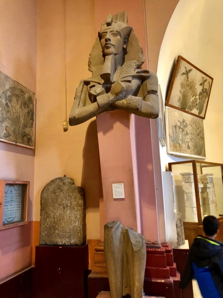 エジプト カイロ 「エジプト考古学博物館」 アクエンアテン王 像