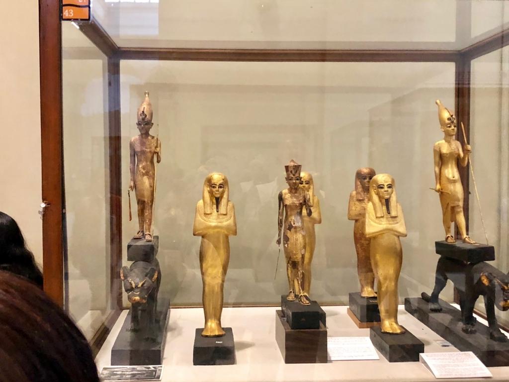 エジプト カイロ 「エジプト考古学博物館」ツタンカーメン 黄金の立像 両脇