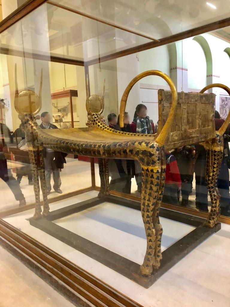 エジプト カイロ 「エジプト考古学博物館」ツタンカーメン 聖なる牡牛形葬祭用寝台
