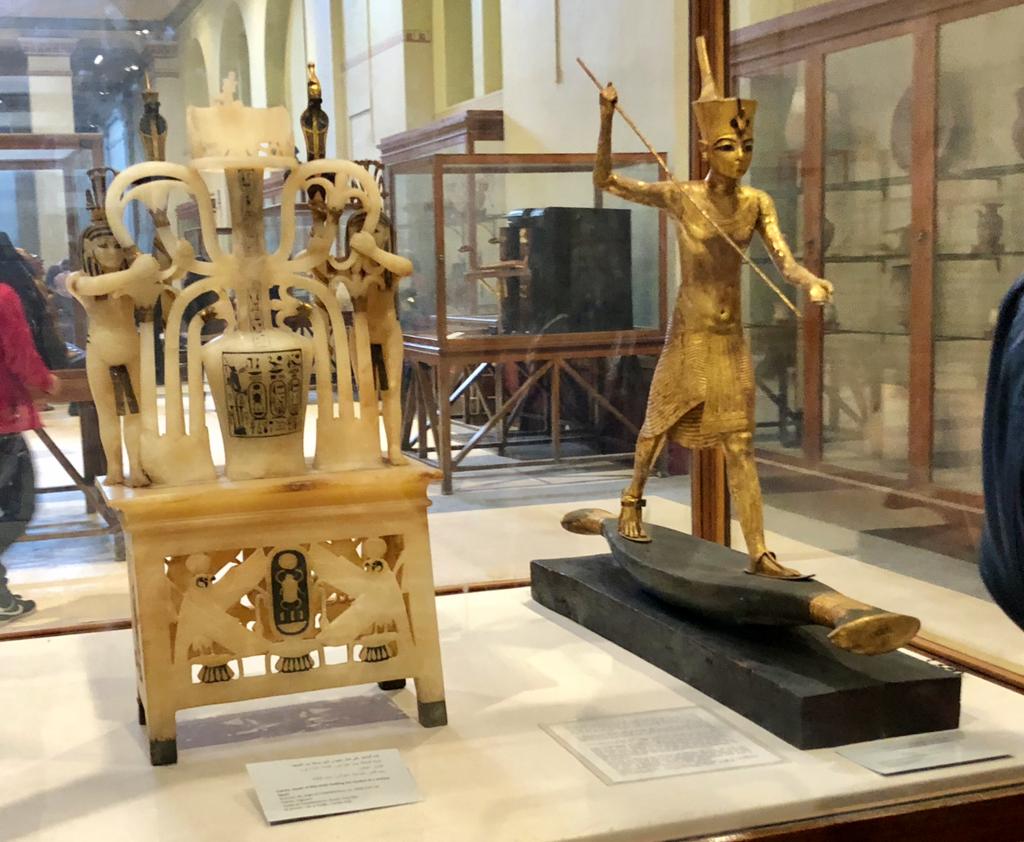 エジプト カイロ 「エジプト考古学博物館」ツタンカーメン 黄金の立像 と 香油壺