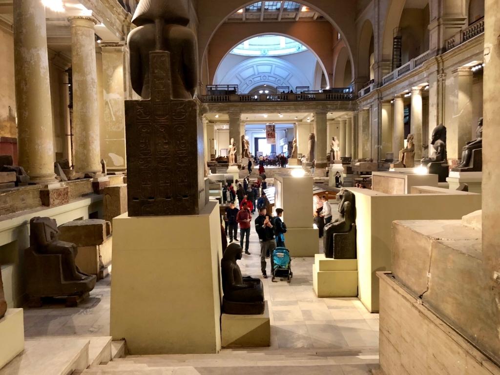 エジプト カイロ 「エジプト考古学博物館」 広い吹き抜け