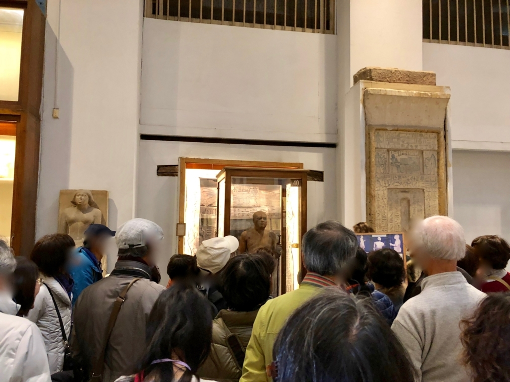 エジプト カイロ「エジプト考古学博物館」混雑する館内