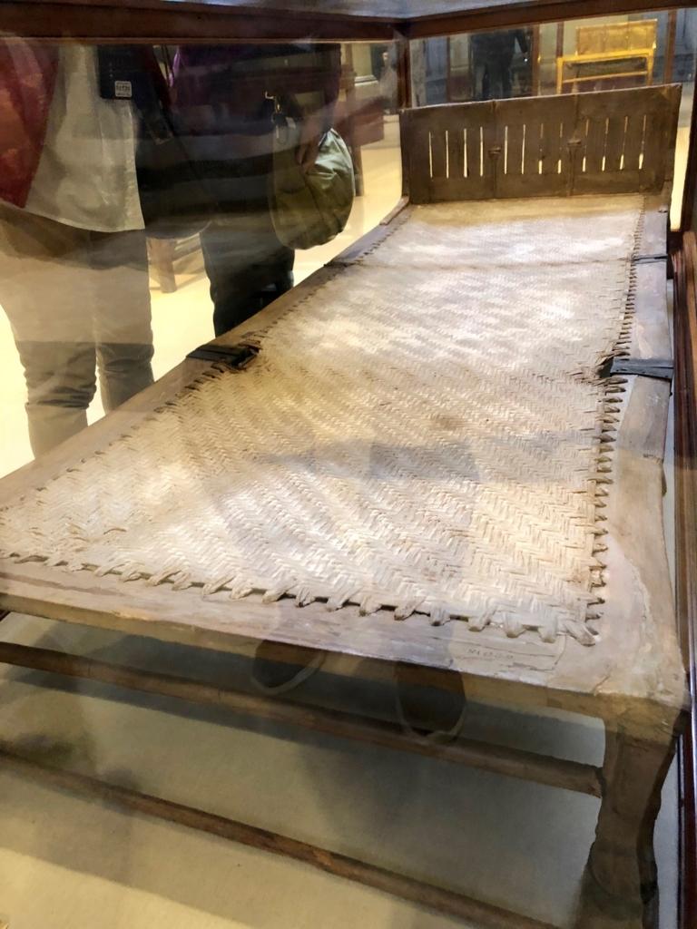 エジプト カイロ 「エジプト考古学博物館」ツタンカーメン 木のベッド