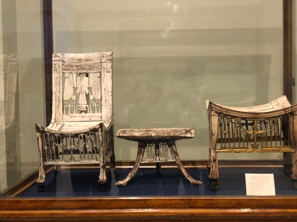 エジプト カイロ 「エジプト考古学博物館」ツタンカーメン 木の椅子