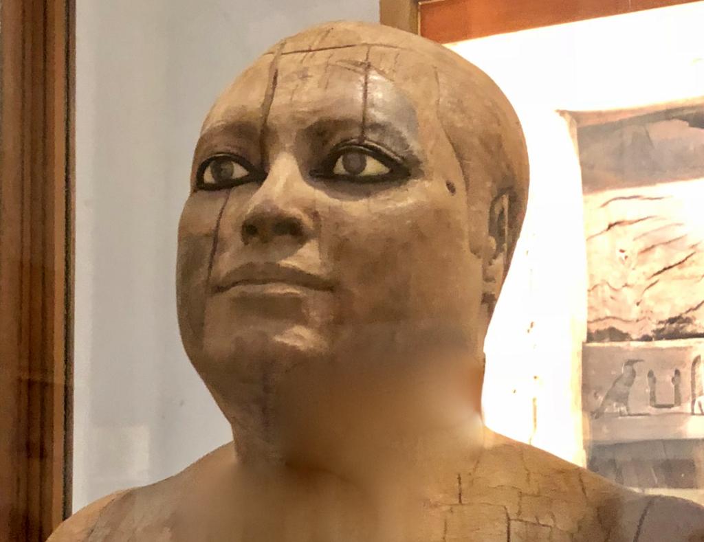 エジプト カイロ「エジプト考古学博物館」1階年代別エリア 神官カーアペルの像(村長の像)頭部
