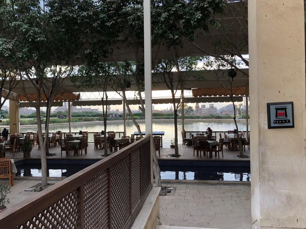 エジプト カイロ アズハルパーク 「Lakeside Cafe」行けのほとり テーブル席
