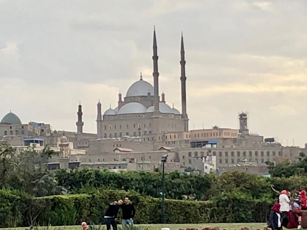 エジプト カイロ アズハルパーク 「Lakeside Cafe」から 「ムハンマド・アリ・モスク」