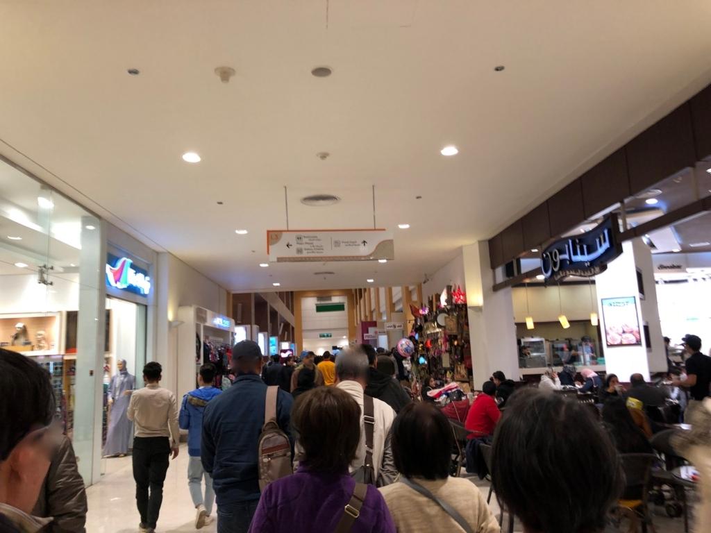 エジプト カイロ ショッピングモール「カイロフェスティバルシティ」入り口付近 たくさんの人
