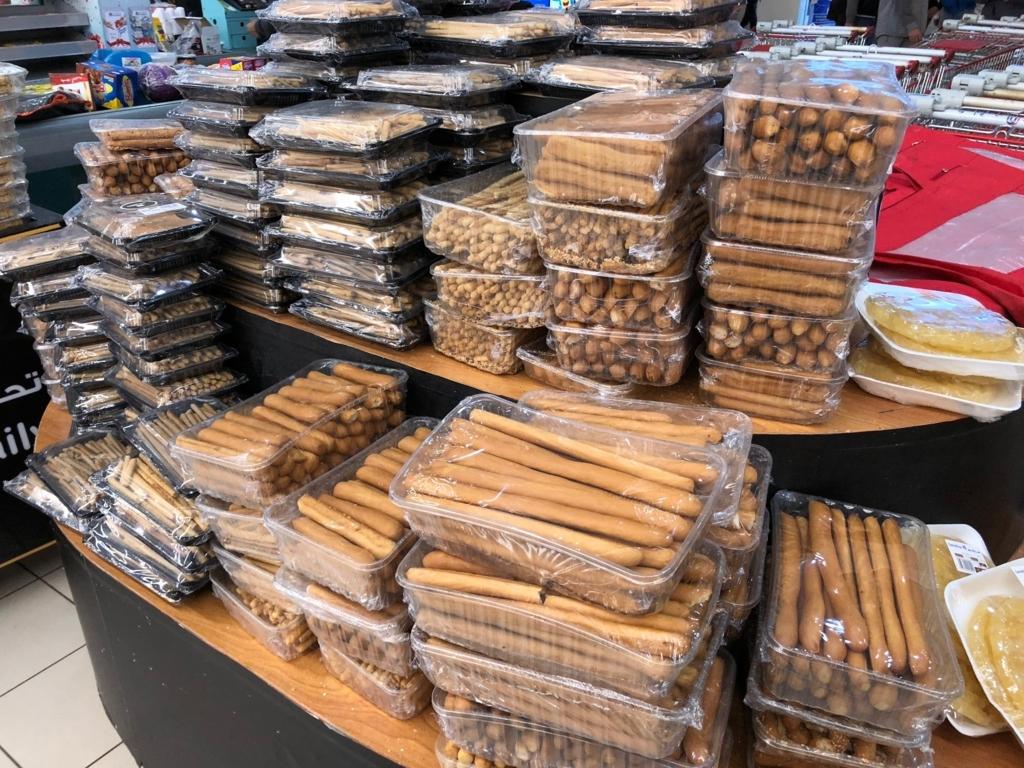 エジプト カイロ ショッピングモール「カイロフェスティバルシティ」スーパーマーケット 大量のビスケット?