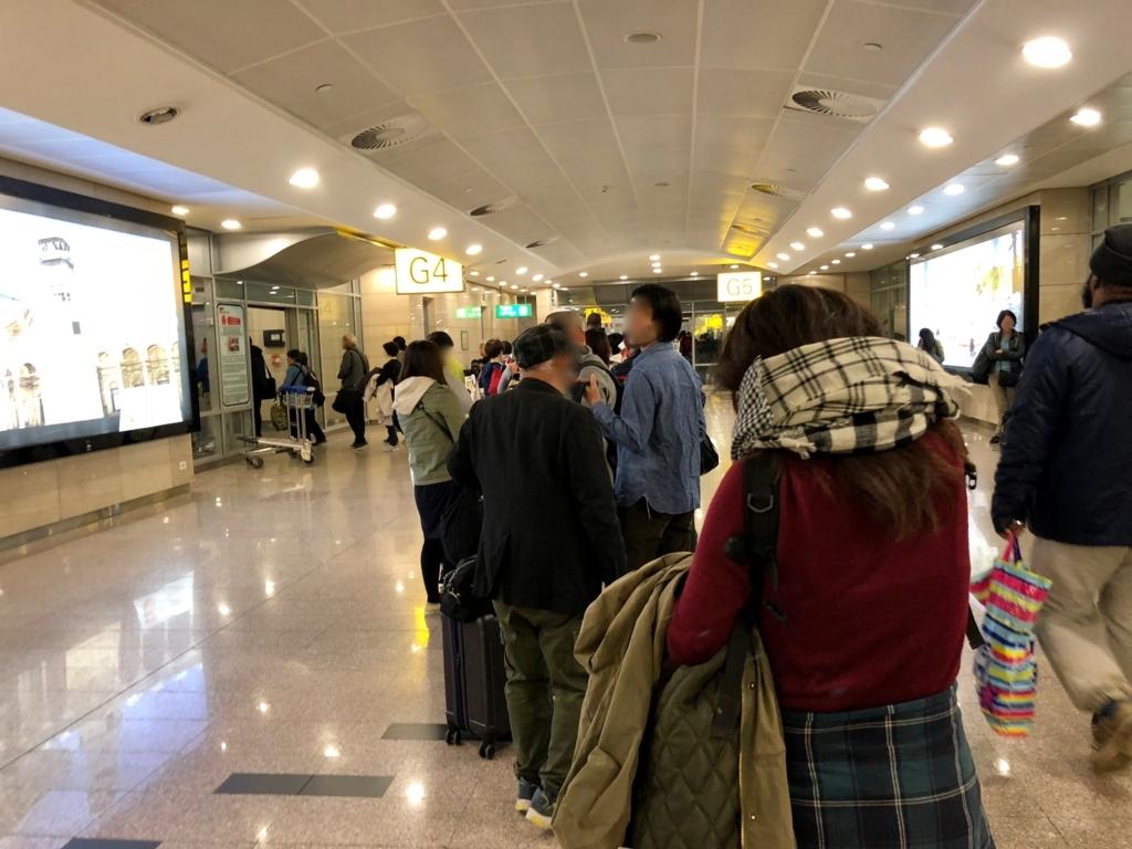 エジプト カイロ国際空港 第3ターミナル 搭乗口前 セキュリティチェックの行列