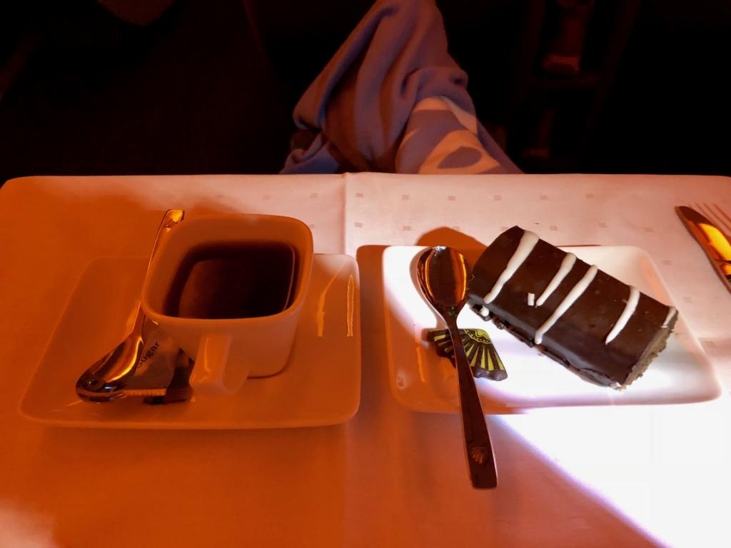 エジプト航空 カイロ-成田 MS964便 ビジネスクラス 1回目の機内食 デザート