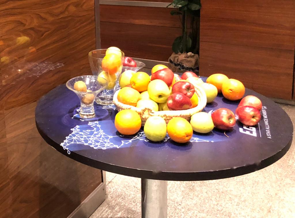 エジプト カイロ国際空港 第3ターミナル STAR ALLIANCE ラウンジ 果物