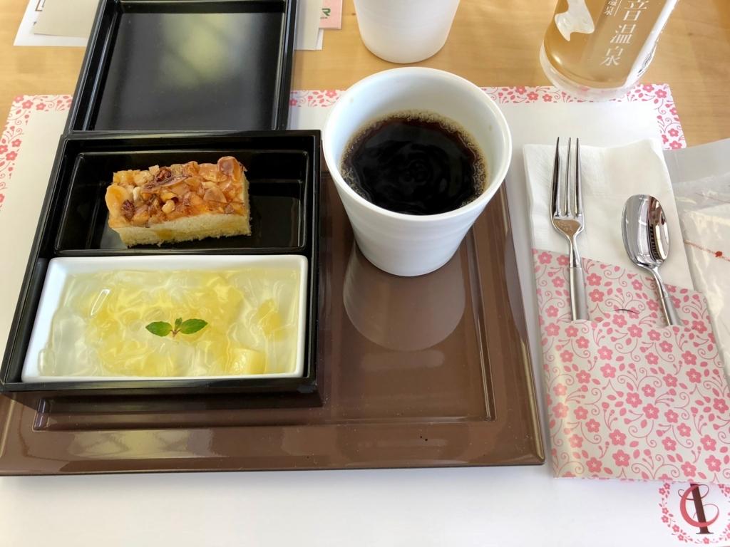 リゾート列車「伊豆クレイル IZU CRAILE」1号 お料理デザートボックス
