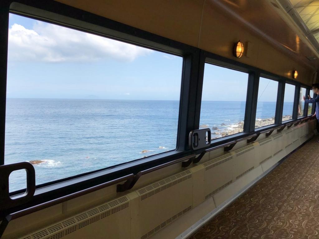 リゾート列車「伊豆クレイル IZU CRAILE」1号 ビューポイント「片瀬白田」一旦停車