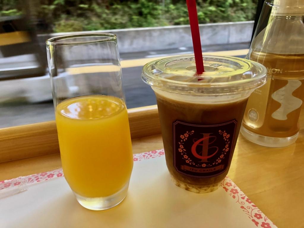 リゾート列車「伊豆クレイル IZU CRAILE」2号 アフタヌーンカフェ ウエルカムドリンク オレンジジュース