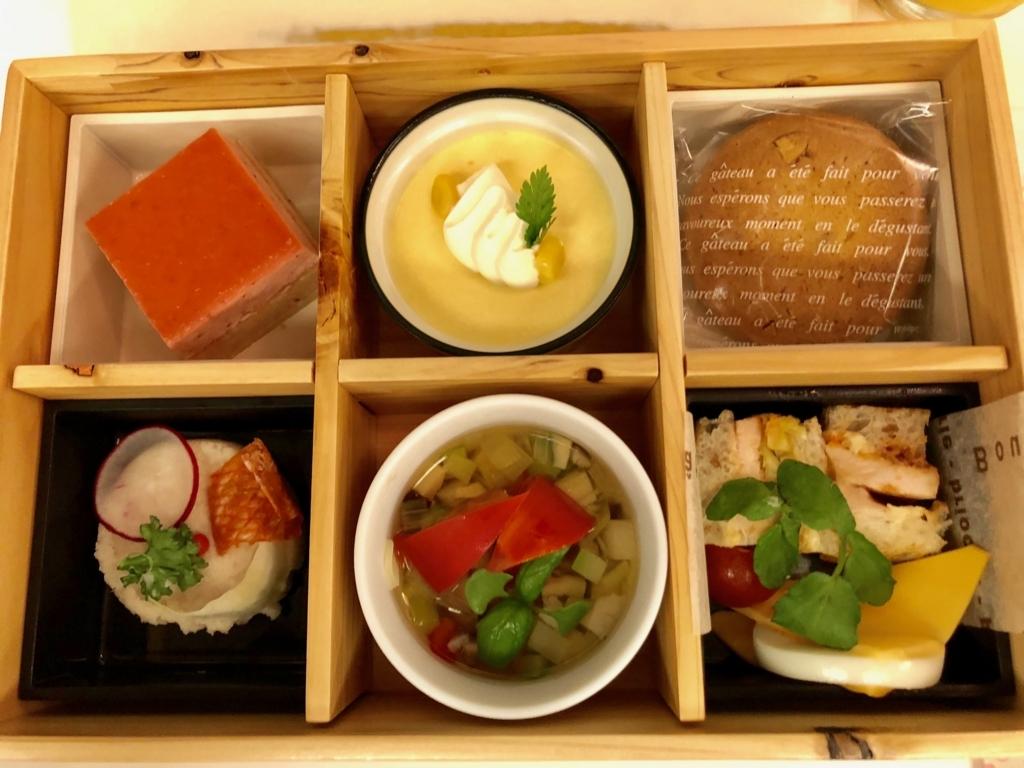 リゾート列車「伊豆クレイル IZU CRAILE」2号 アフタヌーンカフェ お食事