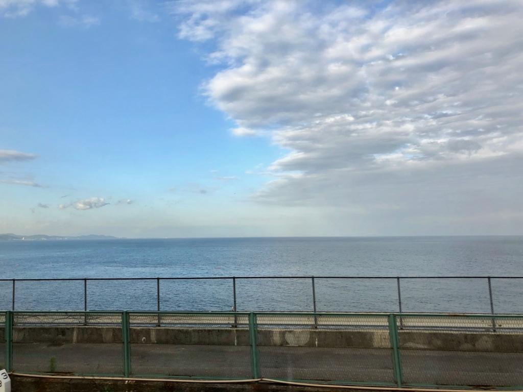 リゾート列車「伊豆クレイル IZU CRAILE」2号 車窓 「根府川」付近