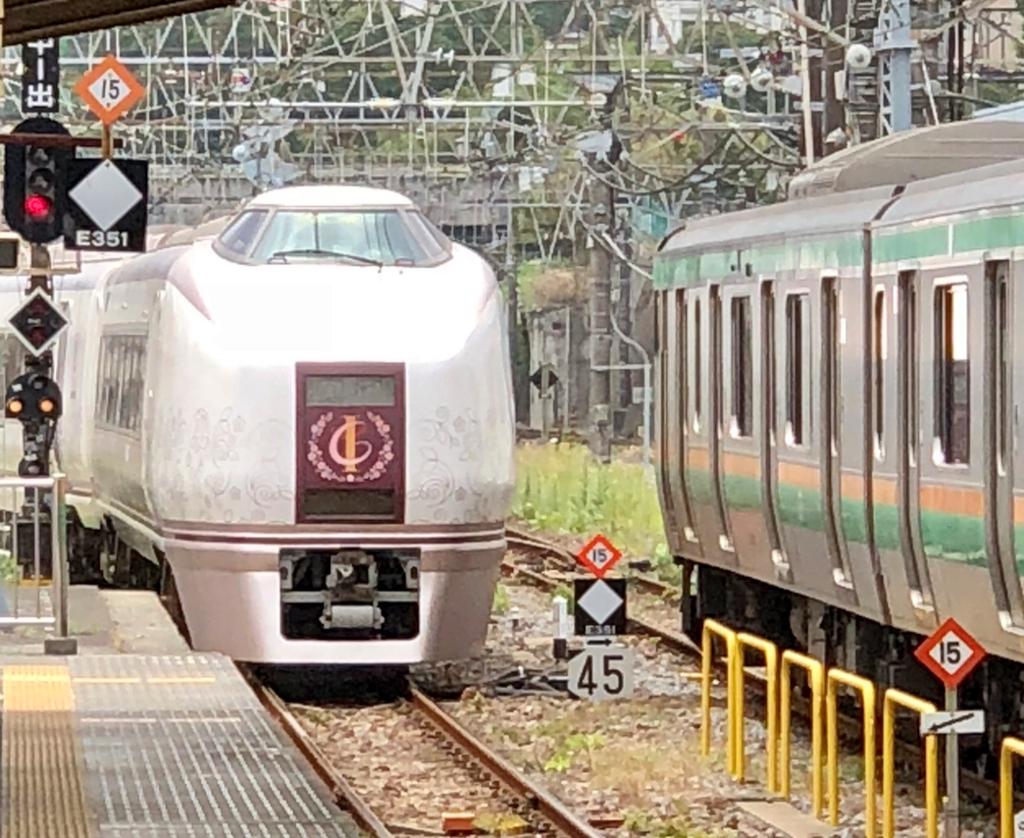 リゾート列車「伊豆クレイル IZU CRAILE」小田原駅 出発8分前 入線
