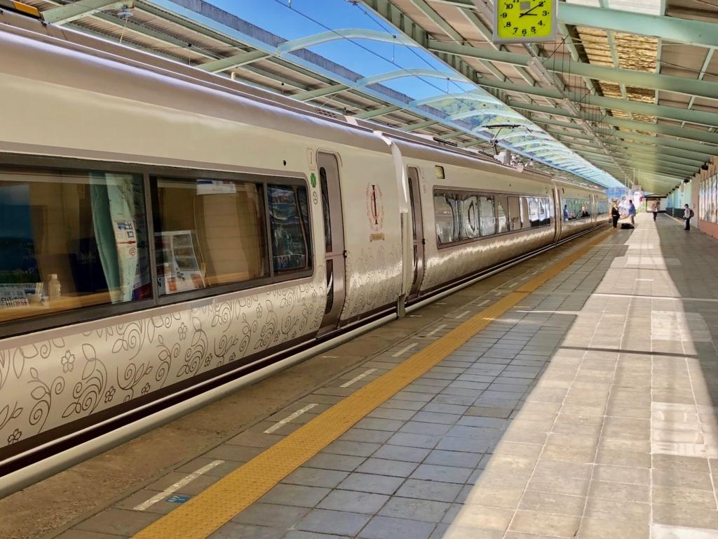 リゾート列車「伊豆クレイル IZU CRAILE」2号 伊豆下田駅 出発ホーム