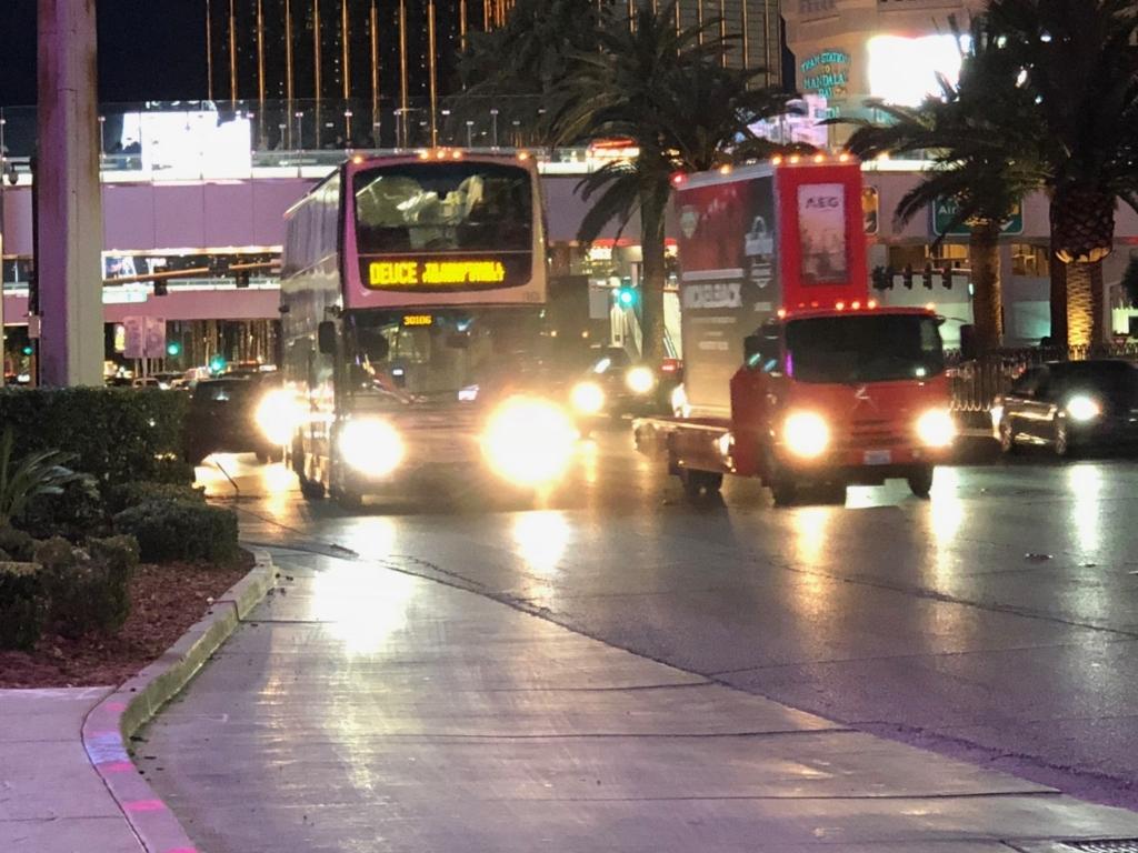 2018年2月 ラスベガス バス停:Pool Towersにて 「DEUCE」撮影