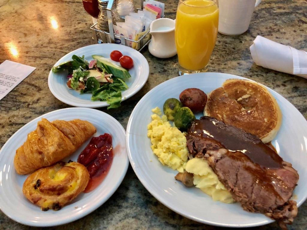 2018年2月 ラスベガス パリスホテル 朝食バフェ 選んだ料理 肉がデカイ