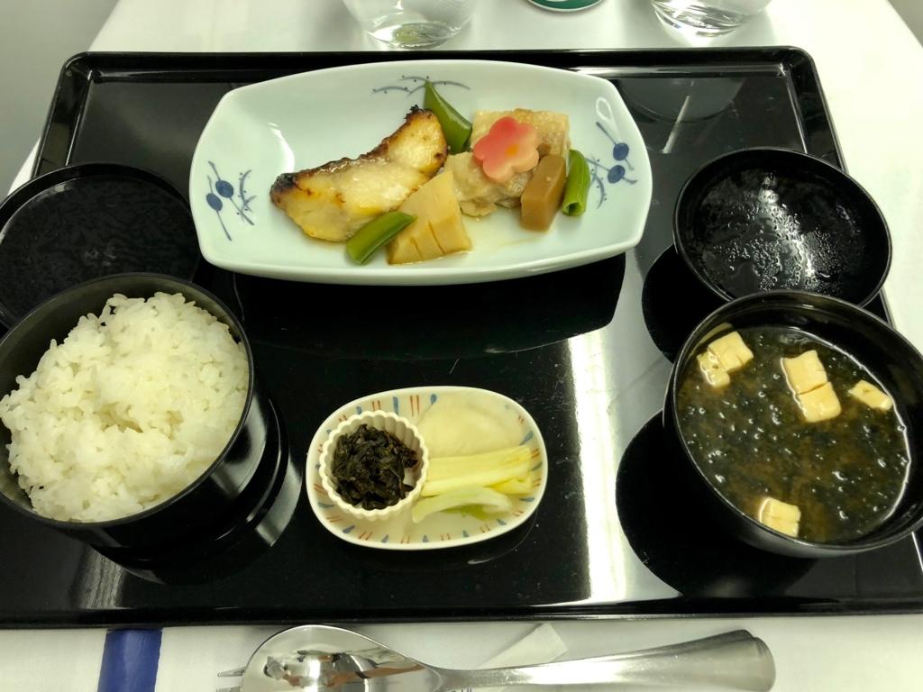2018年2月 ANA 成田-ロサンゼルス NH6便 1回目機内食 主菜、御飯