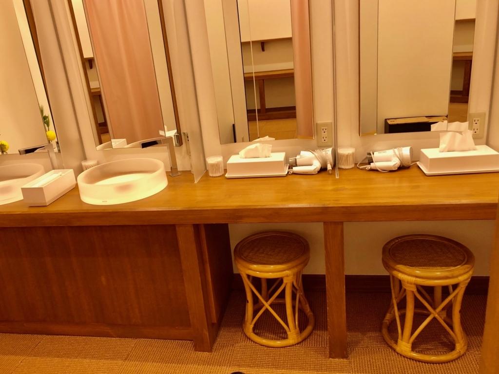 2018年3月 愛媛県道後温泉 「飛鳥乃湯泉」2階 女性更衣室 ドレッサー設備