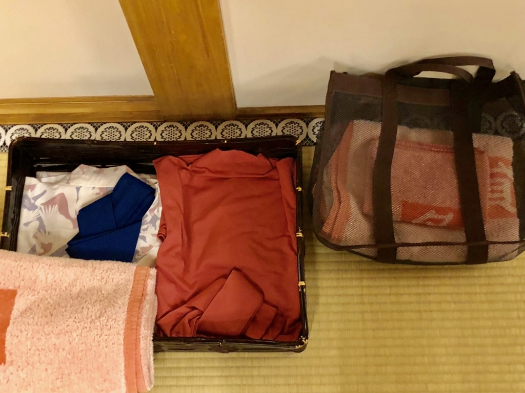 2018年3月 愛媛県 道後温泉 「飛鳥乃湯泉」特別浴室2 貸出用品 バスタオル、浴衣等