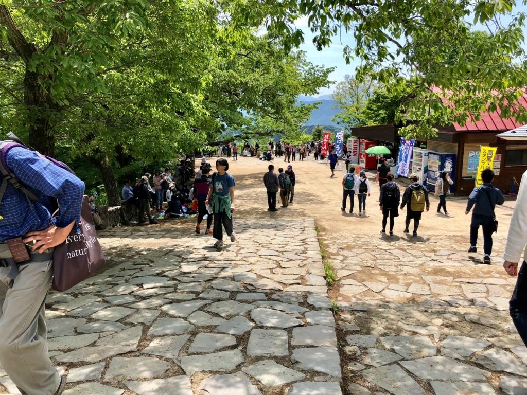2018年5月 高尾山 山頂 たくさんの観光客