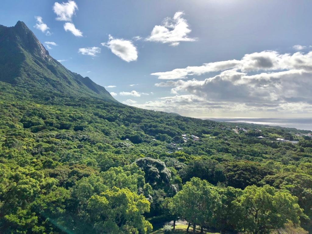 屋久島いわさきホテルより 屋久島のと山と海