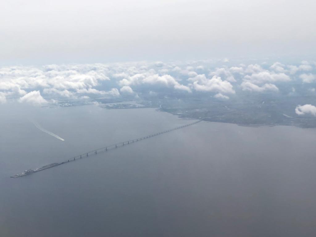 2018年5月 東京湾 上空 早朝 鹿児島へ アクアライン