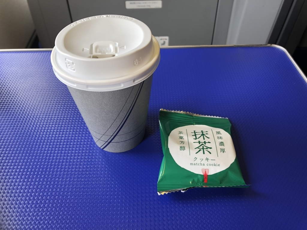 2018年5月 ANA プレミアムクラス 羽田-鹿児島 食後のコーヒーとお菓子