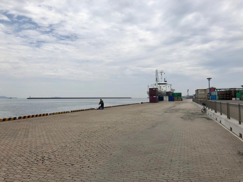 2018年5月 鹿児島港 北埠頭 釣り人2人