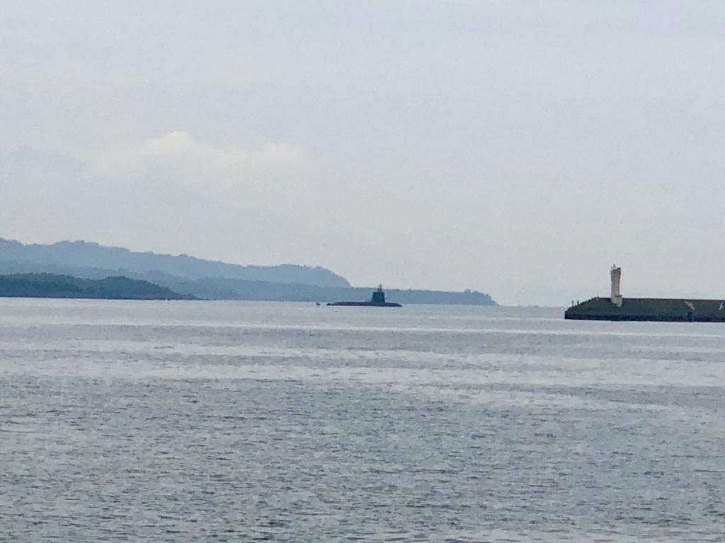 2018年5月 鹿児島港 北埠頭 ずっと向こうの海に潜水艦