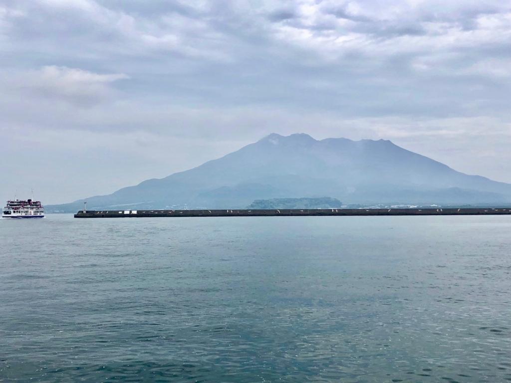 2018年5月 鹿児島港 北埠頭 「桜島」とフェリー