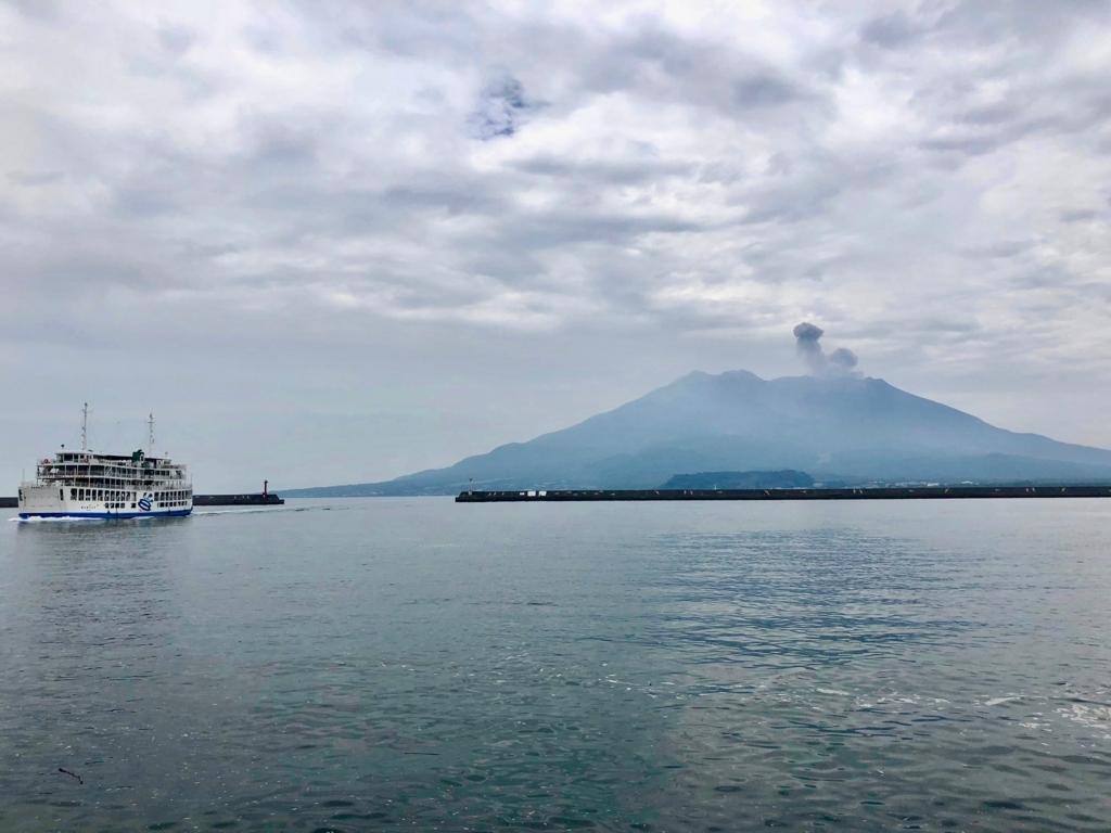 2018年5月 鹿児島港 北埠頭 「桜島」噴煙