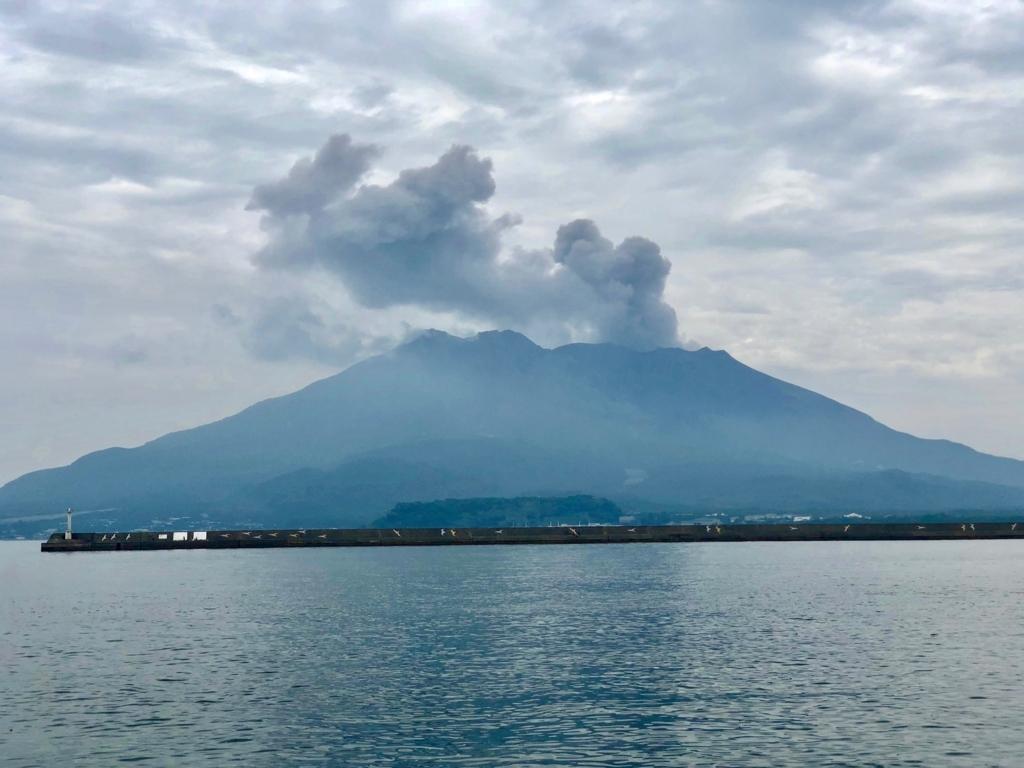 2018年5月 鹿児島港 北埠頭 「桜島」噴煙 5分後