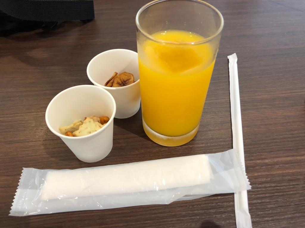 2018年5月 鹿児島空港 カードラウンジ「菜の花」フレッシュマンゴジュースをいただく