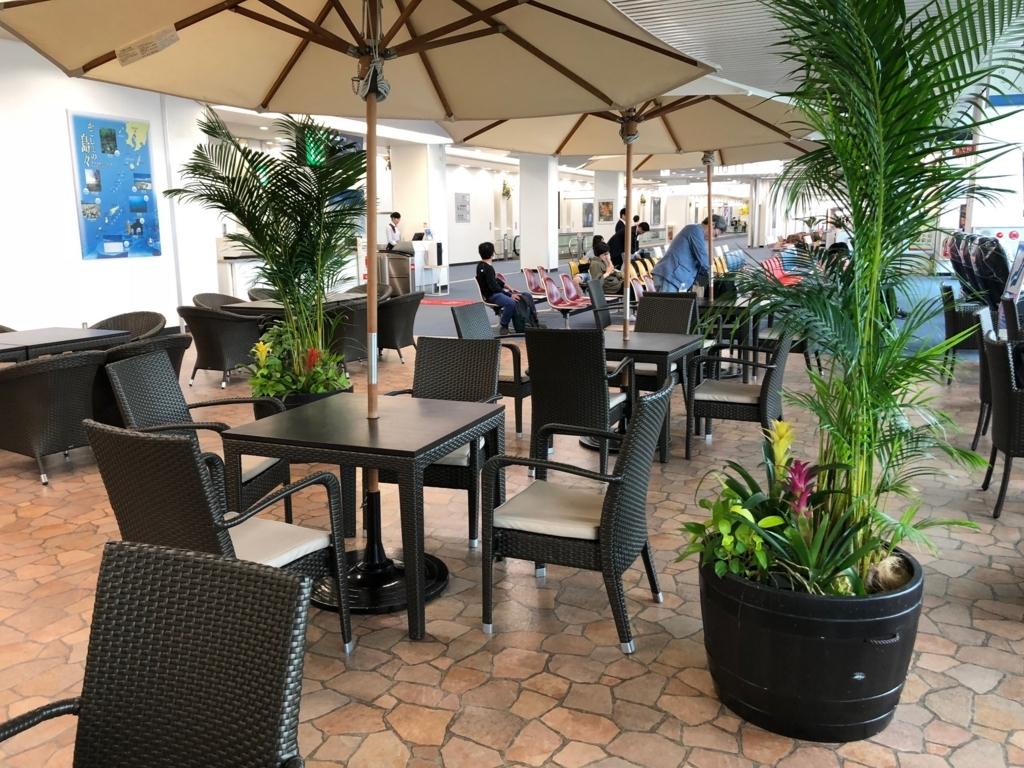 2018年5月 鹿児島空港 12番搭乗口付近 テーブル席も