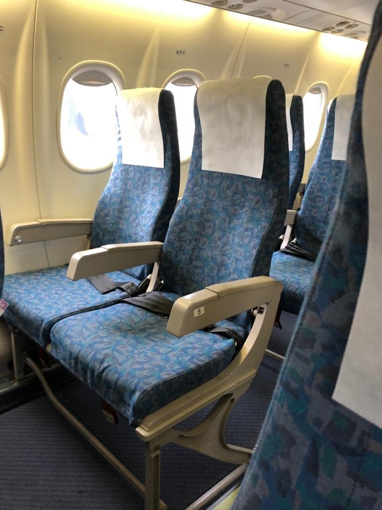 2018年5月 鹿児島空港-屋久島空港 プロペラ機 機内 座席2x2
