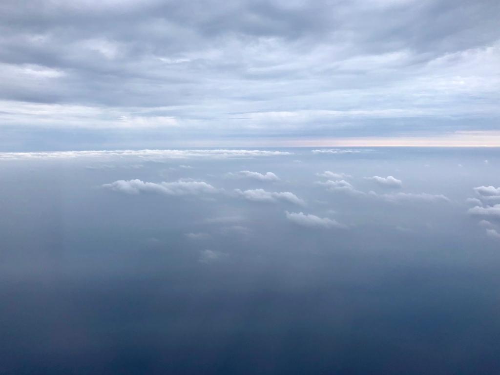 2018年5月 鹿児島空港-屋久島空港 天気は曇り 雲の上を飛行