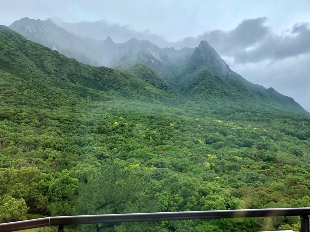 2018年5月 鹿児島県屋久島 「屋久島いわさきホテル」デラックスツイン 山側 ベランダ からの風景 「モッチョム岳」