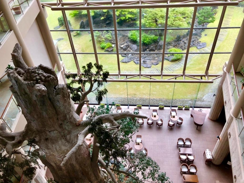 2018年5月 鹿児島県屋久島 「屋久島いわさきホテル」エレベーターホール から 吹き抜け