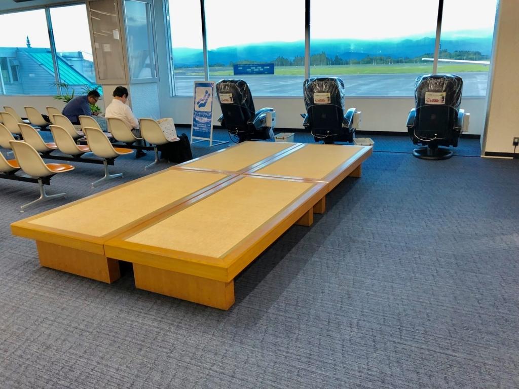 2018年5月 鹿児島空港 セキュリティ内 畳席とマッサージ機