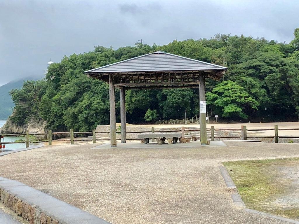 2018年6月うさぎ島(大久野島) 海水浴場近く 東屋