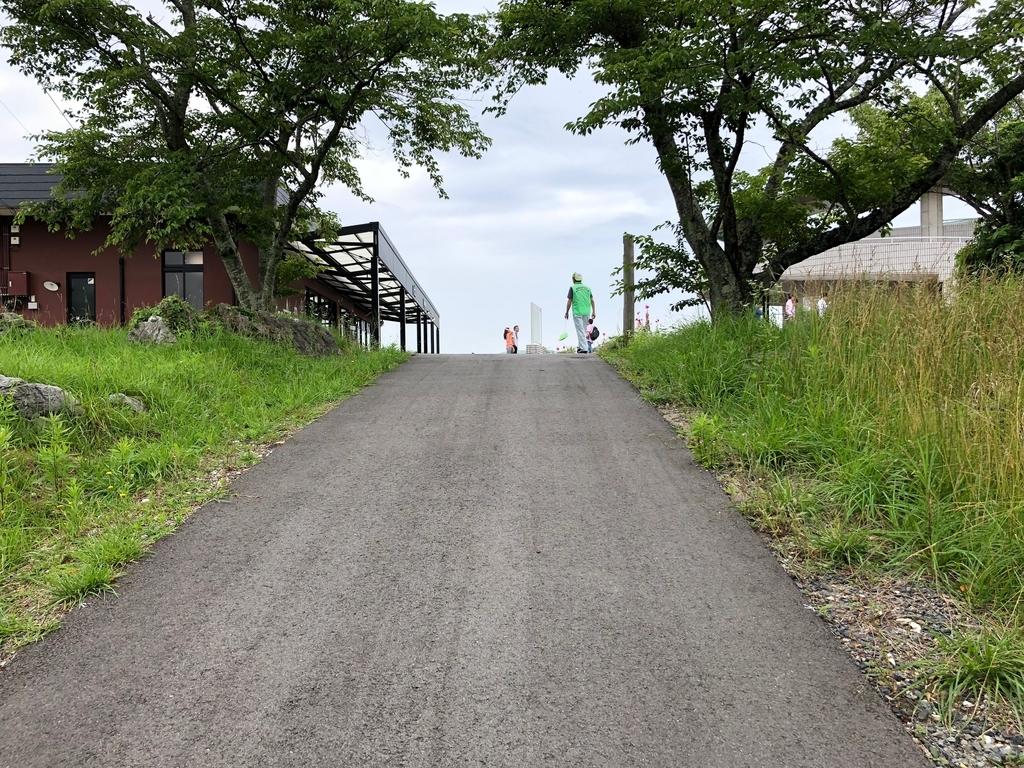 山口県秋吉台国定公園 秋吉台 秋芳洞 エレベータへの道