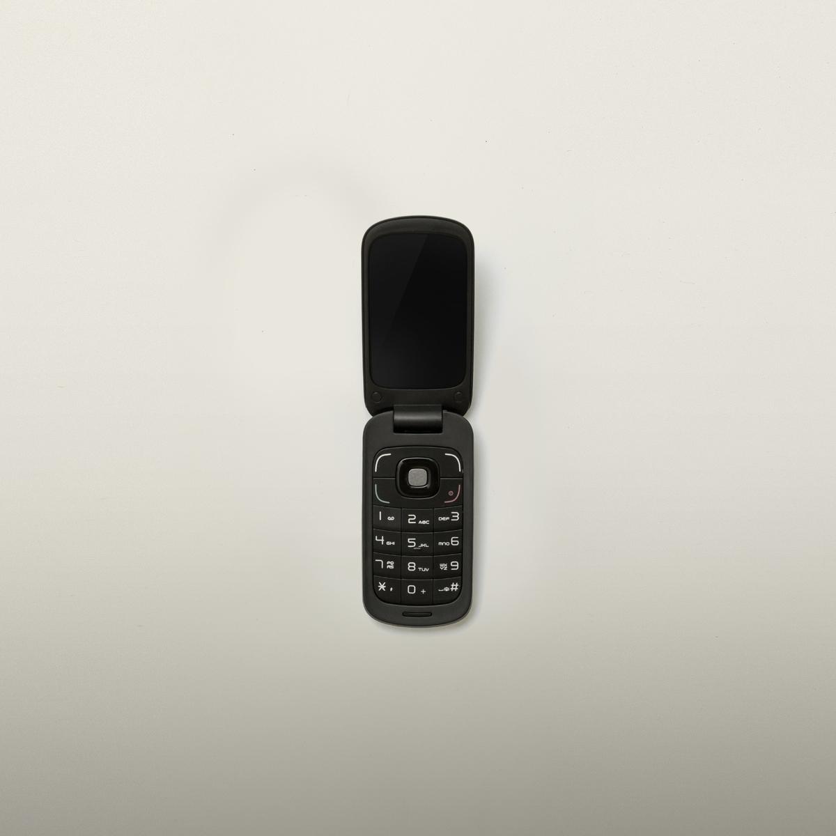 ガラケー、折りたたみ携帯電話の画像