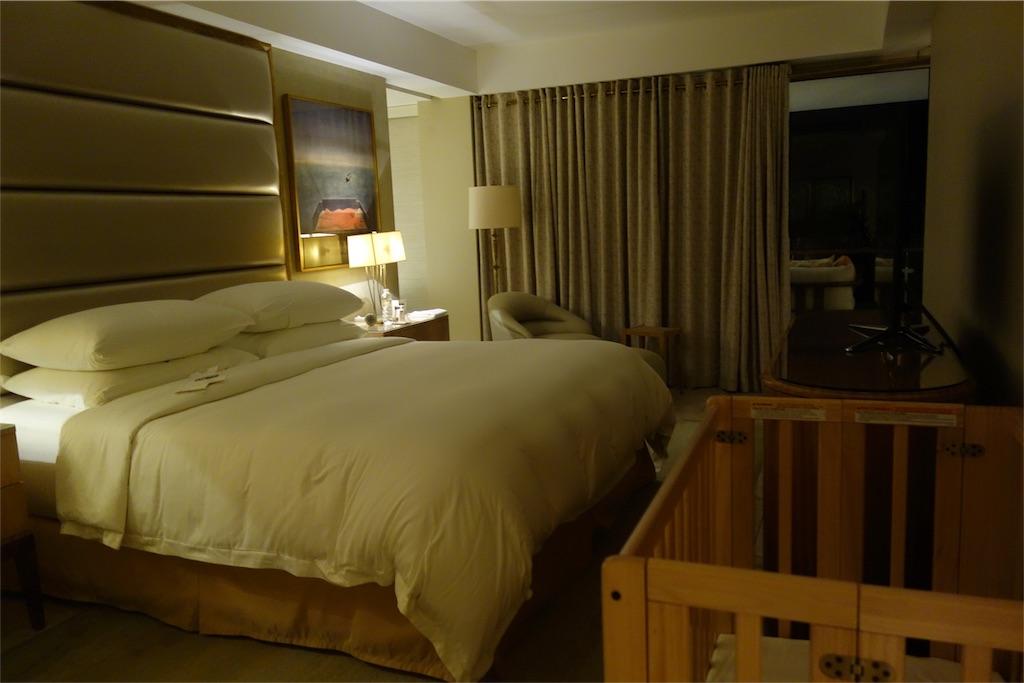 部屋 ホテルの部屋 ベッド