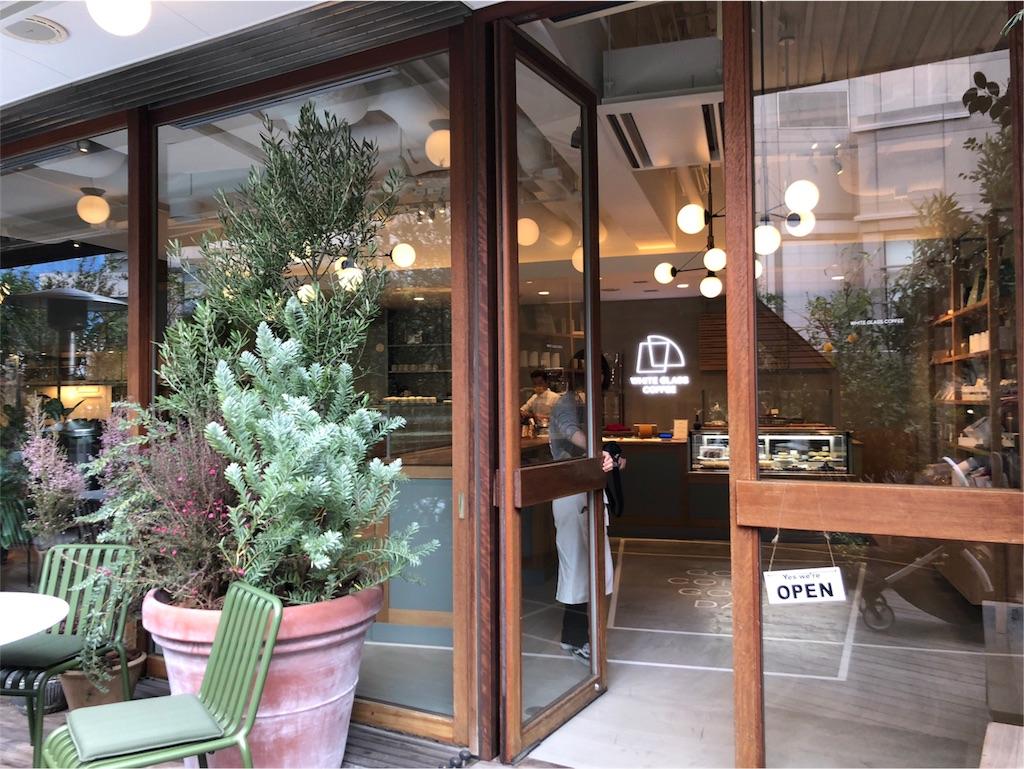 カフェの入り口 植物がたくさん おしゃれ